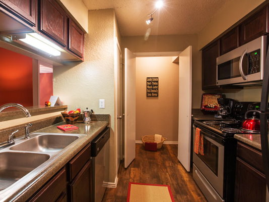 the residence at north dallas apartments ratings reviews map rents and other dallas. Black Bedroom Furniture Sets. Home Design Ideas