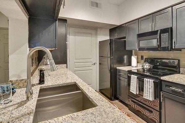 Charlestonian Lake Charles Apartments