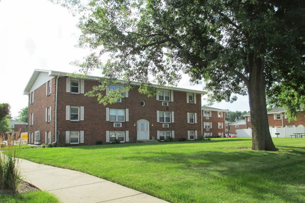 Broadmoor Cortez Apartments Bloomington Il